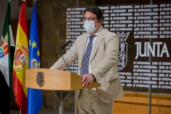 El consejero de Sanidad y Servicios Sociales confirma que Extremadura está ante la segunda oleada de coronavirus
