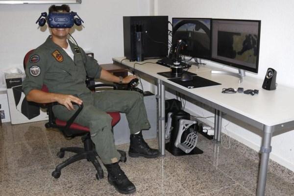 La firma pacense Skydronex forma a pilotos en Caza y Ataque con realidad virtual