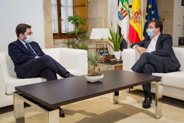 El presidente de la Junta de Extremadura se reúne con el secretario de Estado de la España Global, Manuel Muñiz