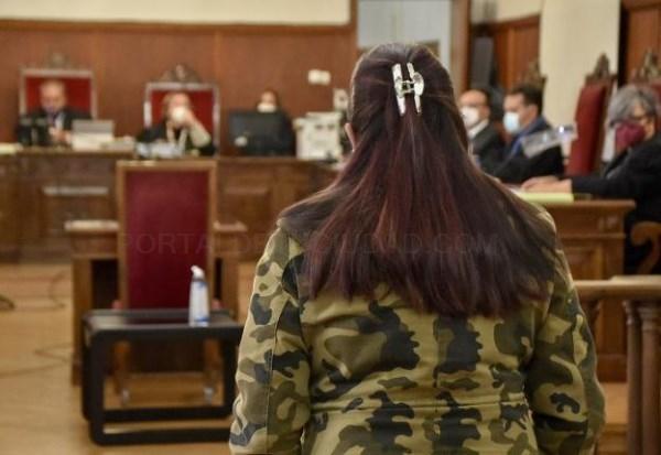 La acusada de asfixiar a un hombre en Badajoz cree que lo estrangularon mientras ella dormía