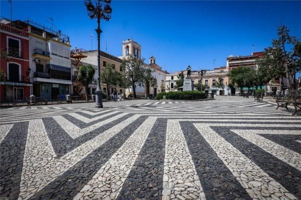 Badajoz plantará árboles en la plaza de Cervantes
