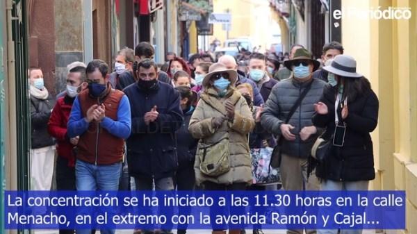 Más de 200 comerciantes y hosteleros se manifiestan en Badajoz para reclamar menor presión fiscal