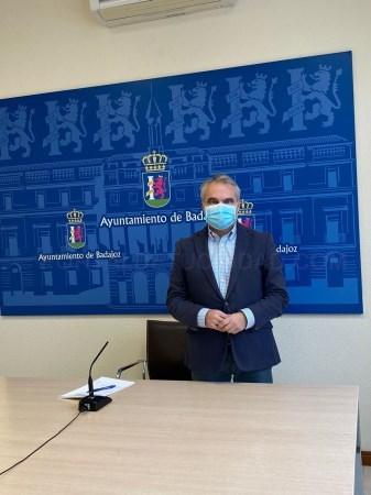 Badajoz cierra todas las instalaciones municipales y el alcalde llama al