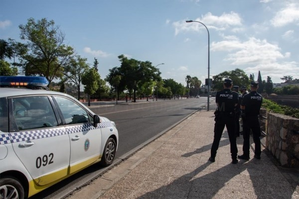 La policía local de Badajoz denuncia a137 jóvenes por incumplir las normas sanitarias el fin de semana