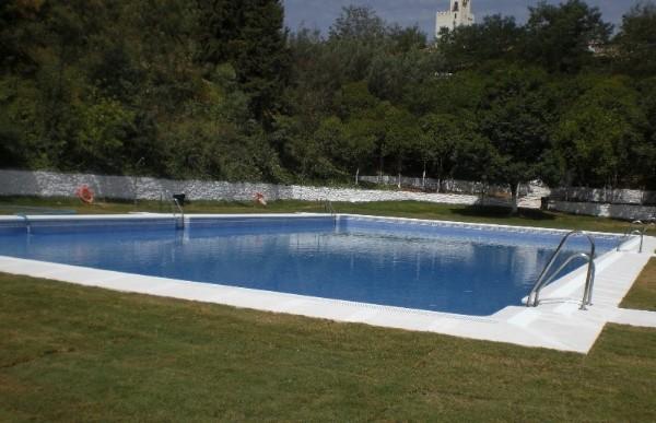 Abierta desde el lunes 27 la piscina municipal de for Piscinas abiertas en sevilla