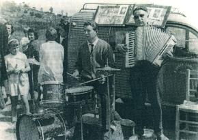 1963-Actuando