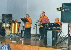 2005-LOS LATINOS
