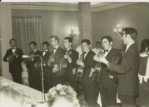 1974-Actuando