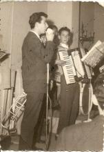1968-Cantando