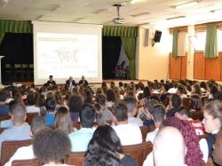 700 alumnos visitan la I Feria de la FP del Bajo Aragón  en Alcañiz