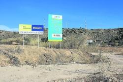 COMIENZA EL VALLADO Y DESBROZO DE LOS TERRENOS SOBRE LOS QUE SE LEVANTARA EL NUEVO HOSPITAL DE ALCANIZ