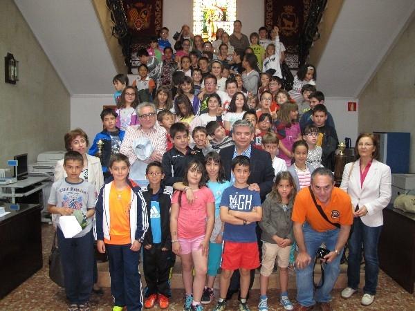 Visita del colegio las anejas al ayuntamiento de teruel - Colegio aparejadores teruel ...