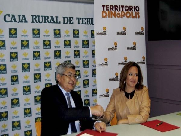 DIRECTOR GENERAL DE CAJA RURAL DE TERUEL, JOSé ANTONIO PéREZ CEBRIáN Y LA PRESIDENTA DEL CONSEJO DE ADMINISTRACIóN DE DINóPOLIS Y CONSEJERA DE EDUCACIóN, CULTURA Y DEPORTE DEL GOBIERNO DE ARAGóN, MAYTE PéREZ