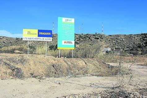 COMIENZA EL VALLADO Y DESBROZO DE LOS TERRENOS SOBRE LOS QUE SE LEVANTARá EL NUEVO HOSPITAL DE ALCAñIZ