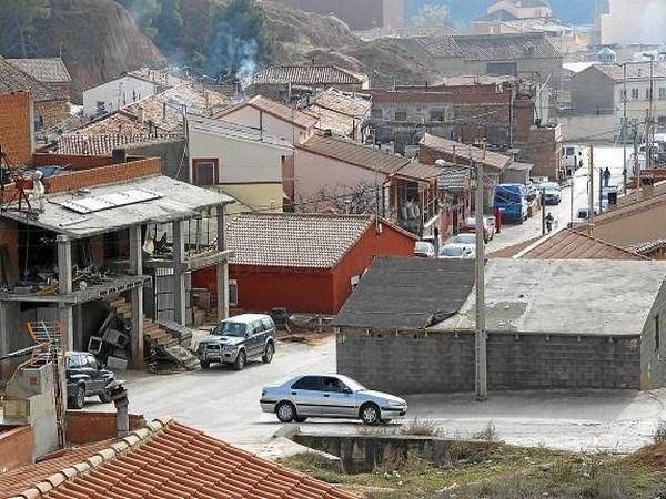 EL TSJA FRENA LA ORDEN DE DERRIBO QUE PESA SOBRE EL BARRIO MARGINAL DE POMECIA