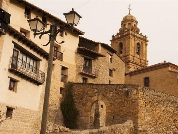 Mirambel celebra el acto de proclamación que le acredita como 'Uno de Los Pueblos más Bonitos de España'