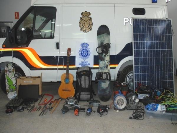 La Policía Nacional detiene a una persona por diversos robos