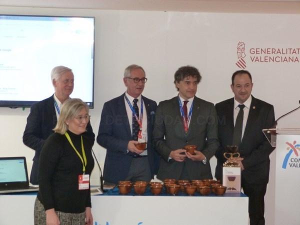 Una pieza de cerámica de arcilla de Teruel será el símbolo de la ruta del Santo Grial que hoy se ha presentado en FITUR