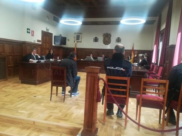 Un vecino de Alcañiz, acusado de agredir sexualmente a su pareja tras haberle dado una paliza