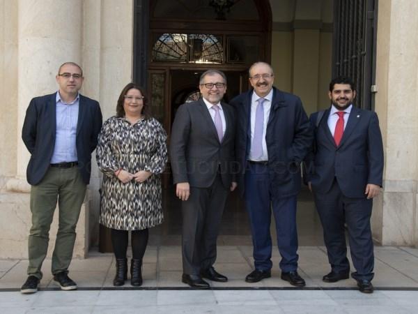 LOS PRESIDENTES DE LAS DIPUTACIONES DE TERUEL Y CASTELLóN, MANUEL RANDO Y JOSé MARTí, JUNTO AL DIPUTADO DE CULTURA Y TURISMO DE LA DPT DIEGO PIñEIRO Y LOS DIPUTADOS CASTELLONENSES DE DESARROLLO RURAL Y CULTURA, SANTIAGO PéREZ Y RUTH SANZ