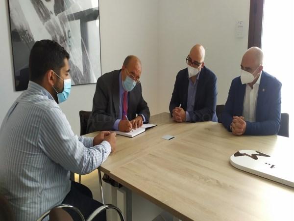Manuel Rando visita las instalaciones del Consejo Regulador de la D.O. Jamón de Teruel