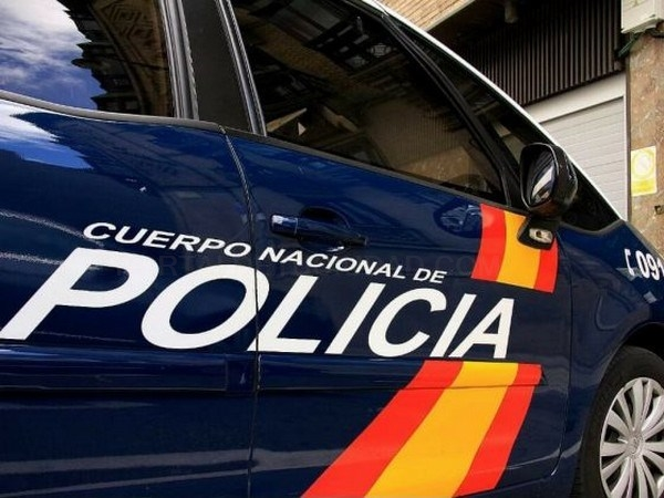 Un Policía franco de servicio salva la vida de un bebé por atragantamiento