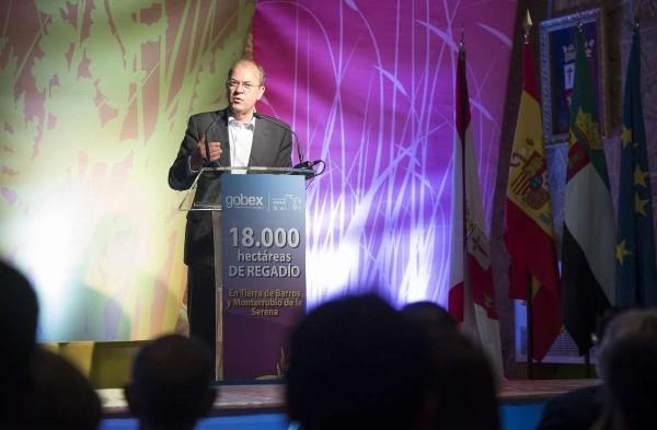 El presidente Monago presenta el proyecto de regadíos de Tierra de Barros a los agricultores de la Comarca
