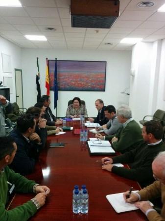 La Consejería de Medio Ambiente y los regantes constituyen la mesa de trabajo del Proyecto Regadío Tierra de Barros