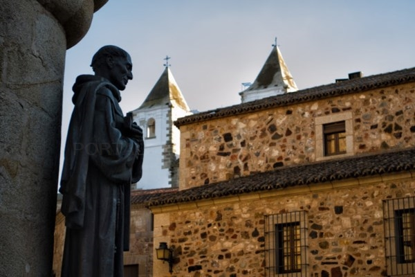 Turismo convoca los exámenes de habilitación de guías turísticos de Extremadura