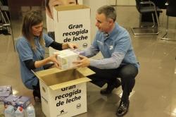"""La Obra Social """"la Caixa"""" recoge casi 3.600 litros de leche en favor del Banco de Alimentos de León"""