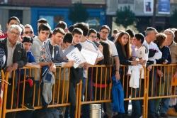 Cientos de seguidores reciben a los jugadores del Real Madrid a su llegada a León horas antes del partido que le enfrenta a la Cultural