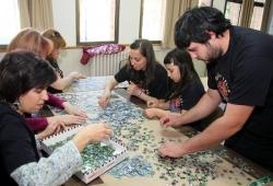 Arranca la construcción del mayor puzle del mundo de una sola composición en la Facultad de Biológicas de León