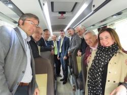 La Diputación de León presenta el nuevo autobús que cubrirá las rutas del programa `Un Paseo por tu Provincia´