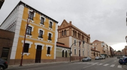 Fomento acometerá las reparaciones pendientes en los Edificios Araú de Trobajo del Camino
