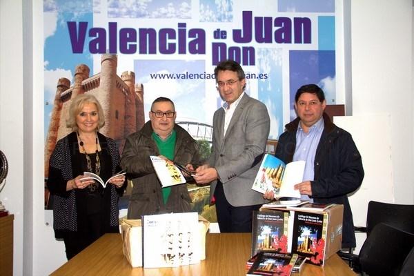 EL CRONISTA OFICIAL DE VALENCIA DE DON JUAN DONA 600 LIBROS DE SU AUTORíA AL AYUNTAMIENTO COYANTINO