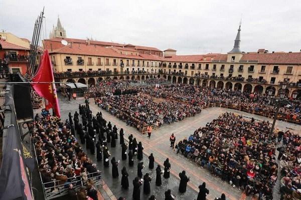 1.800 personas podrán ver sentadas el 'Encuentro' de la Procesión de los Pasos en la Plaza Mayor  de León