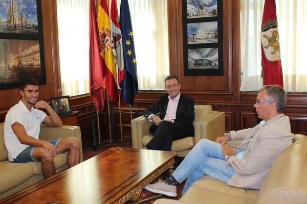 RECEPCIóN AL SUBCAMPEóN DE ESPAñA DE NATACIóN VíCTOR ANTOñóN
