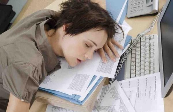 Una investigación revela que dormir poco o mal predice la evolución del dolor cervical