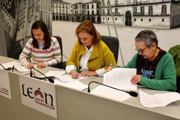 FOTO CéSAR / FIRMA DEL CONVENIO ENTRE AYUNTAMIENTO Y FUNDACIóN ISADORA DUNCAN