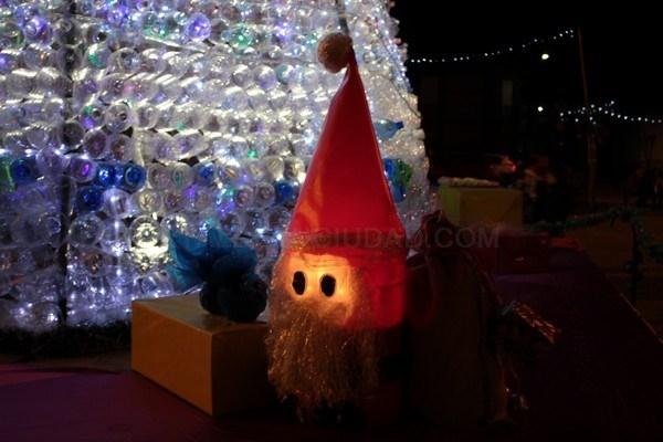 Veguellina ilumina su navidad sostenible con el encendido for Adornos navidenos 2017 trackid sp 006