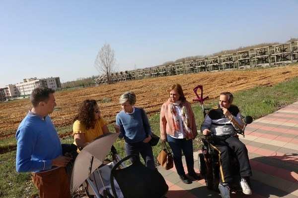 El Ayuntamiento acondiciona el solar municipal y las aceras de León Golf
