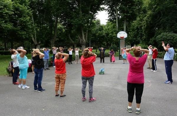 El Ayuntamiento de León pone en marcha en los parques de Quevedo y Los Reyes el programa 'Actívate' de actividad física para mayores