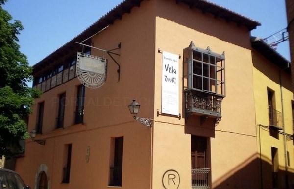 La Fundación Vela Zanetti de León acoge la muestra de pintura en seda 'Colores del Mediterráneo' de María del Carmen Ramón Mesado