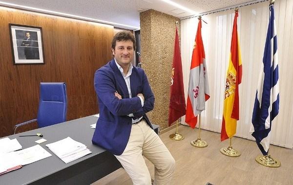 PSOE e IU piden la dimisión del alcalde y una edil de Villaquilambre por las presuntas implicaciones del Consistorio en la Operación Enredarera
