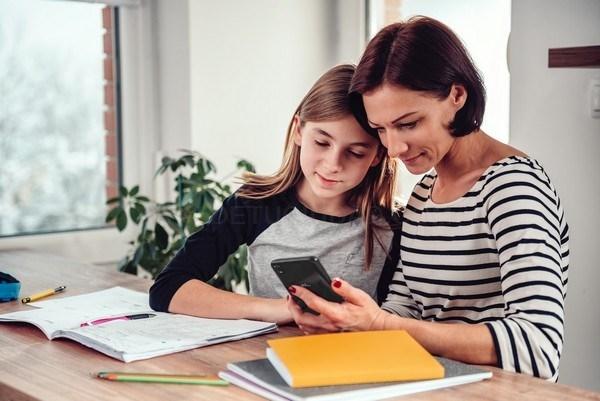 Hoy 5 de febrero es el día Internacional de Internet, te damos unos Consejos para no llevarte sustos cuando navegas por Internet con tu smartphone