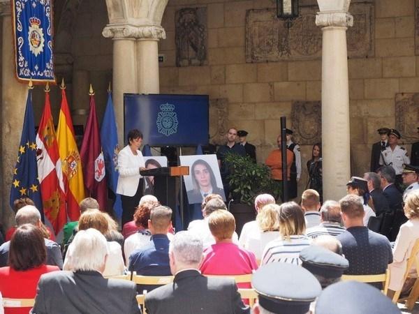 """Mercedes Martín inaugura en León la exposición """"40 aniversario de la mujer en la Policía Nacional"""""""