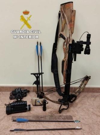 La Guardia Civil decomisa una ballesta de poleas utilizada supuestamente para la caza ilegal