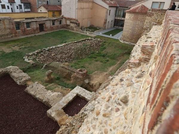 El Ayuntamiento de León adjudica la restauración arqueológica del solar de Santa Marina por 70.393 euros