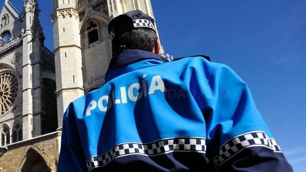 La Policía Local de León realiza una campaña de control de distracciones al volante del 14 al 20 de septiembre