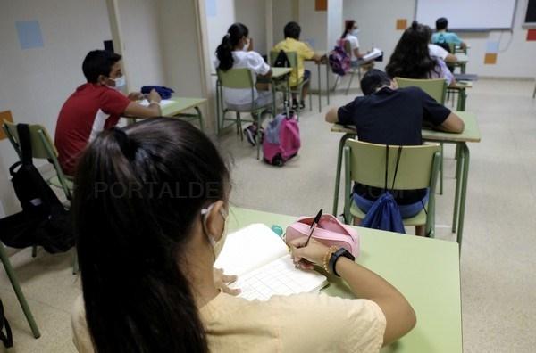 121.650 estudiantes de ESO, Bachillerato y los segundos cursos de FP de Grado Superior y de Artes Plásticas y Diseño han comenzado hoy sus clases